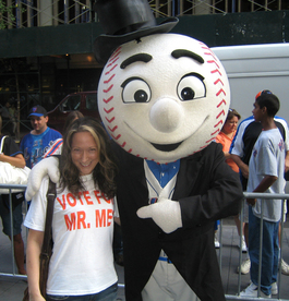 Mr_met_and_zoe_4