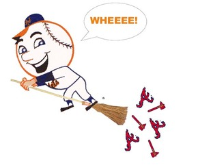 Mr_met_sweeps_braves_1